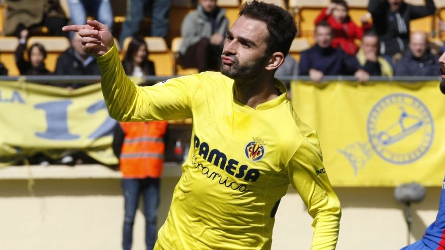 Adrián López after scoring a goal in front of Yellows fans last season.