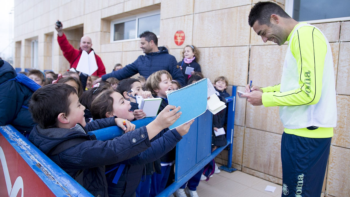 Bruno Soriano signs autographs for young fans after a training session at the Villarreal CF Training Ground (Ciudad Deportiva).