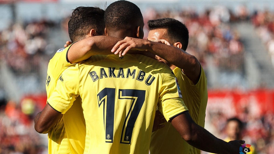 Photo: Cédric Bakambu celebrates one of his goals against Girona FC with his teammates.