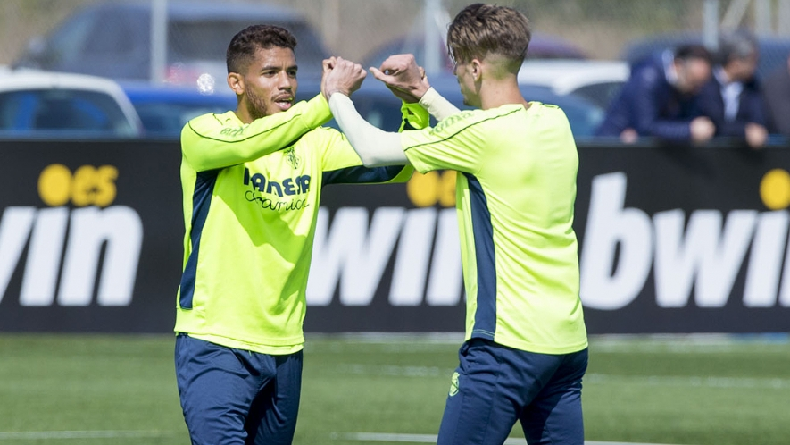 Jonathan dos Santos and Samu Castillejo celebrate during training at the Villarreal CF Training Ground (Ciudad Deportiva).