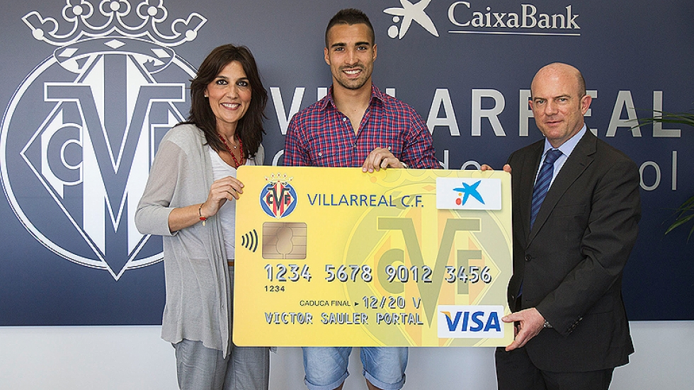 Asenjo presented the new Villarreal credit and debit card, driven by CaixaBank