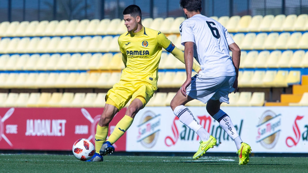 PHOTO: Villarreal C captain, Andi Bogdan, gets on the ball at the Mini Estadi.