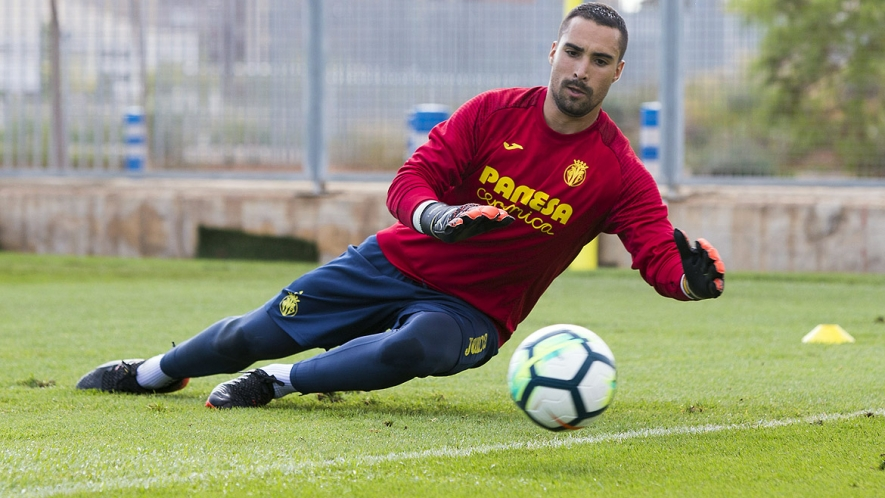 Sergio Asenjo training after being given the all-clear by doctors from a serious knee injury.