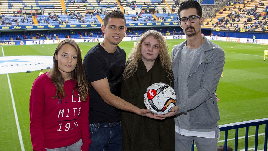 Villarreal CF will collaborate by donating two sets of double tickets for the match vs Atlético de Madrid and a signed ball.