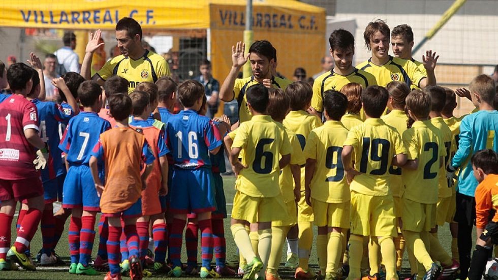 The footballers from Villarreal CF are also part of the #YellowCup2014.