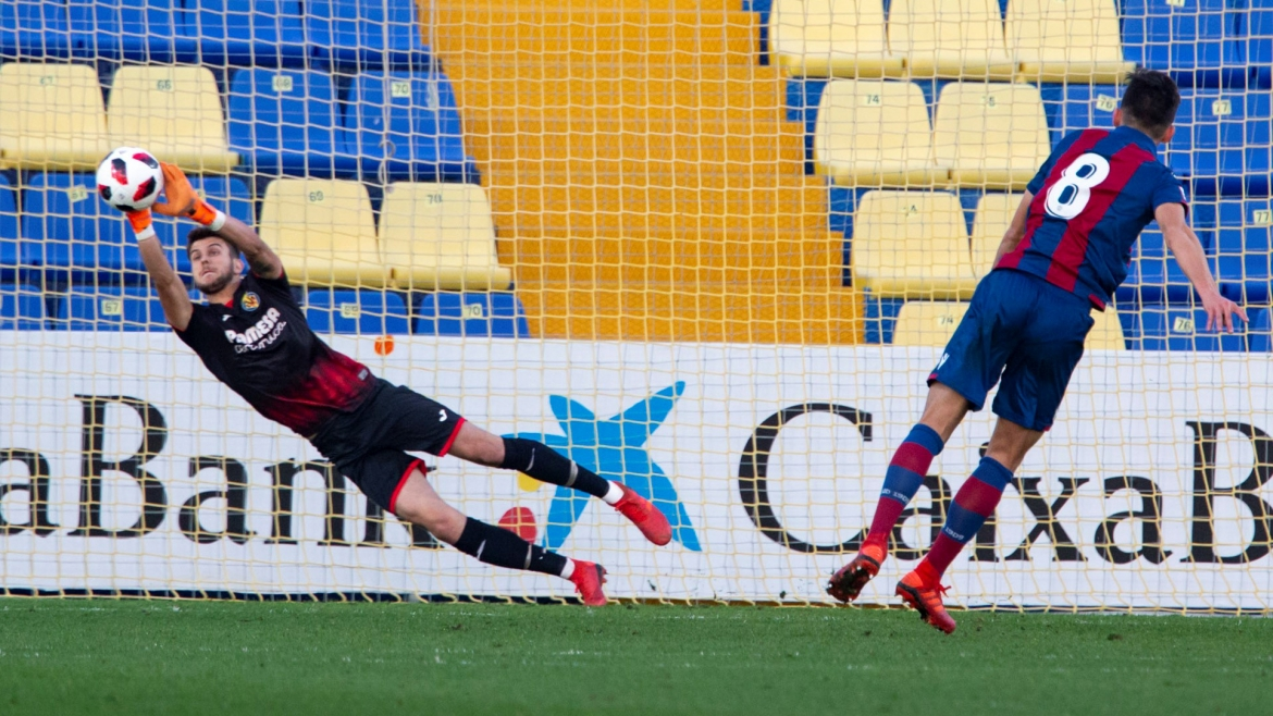 PHOTO: Diego Fuoli stopped a penalty against Atlético Levante.