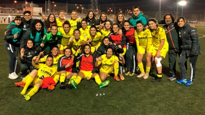 PHOTO: The Yellows celebrate promotion to Primera B.
