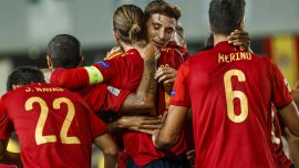 Two Yellows feature for 'La Roja'