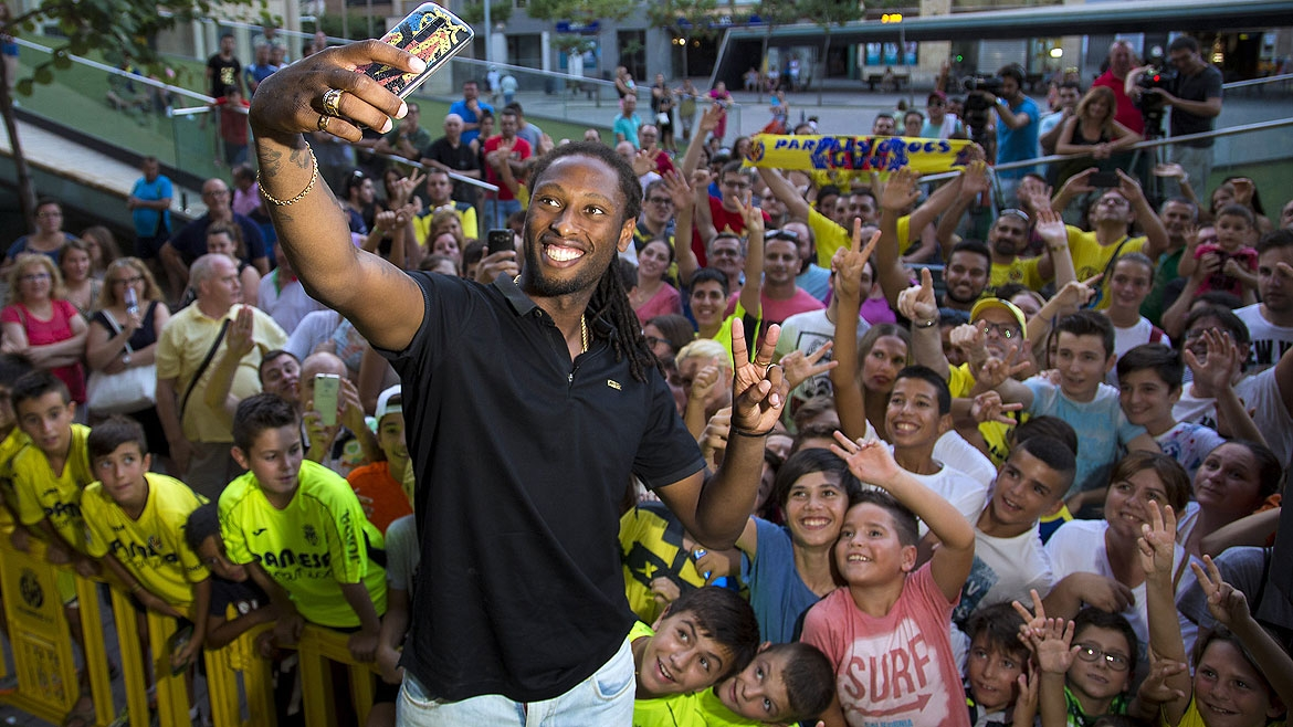 Ruben Semedo takes a selfie with his new fans.