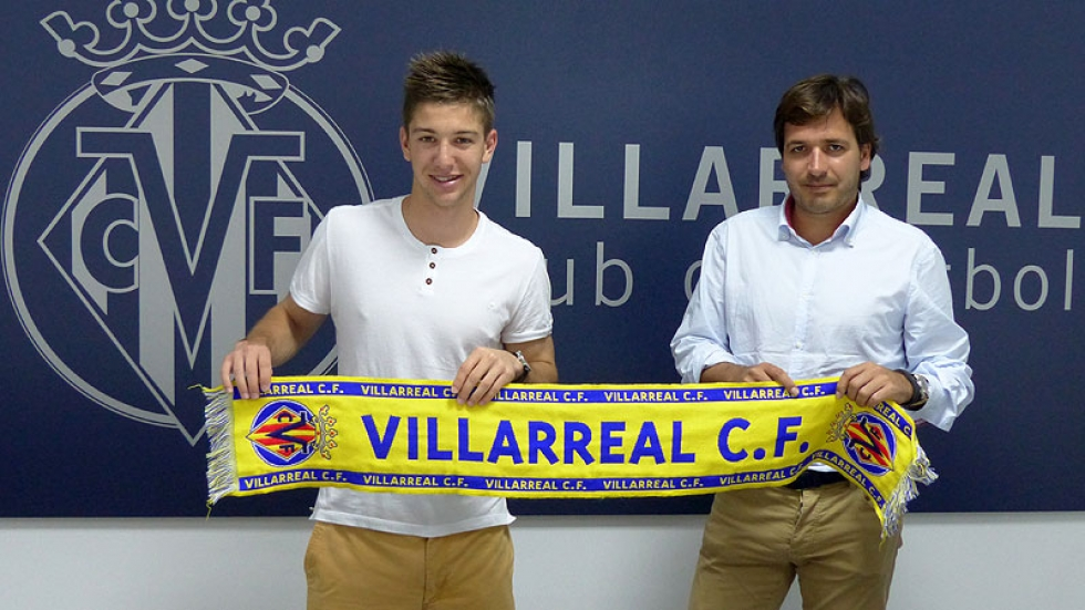 The CEO of Villarreal CF, Fernando Roig Negueroles with Luciano Vietto after the signing the contract.