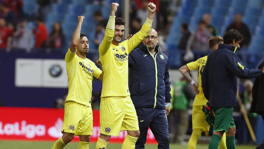 Álvaro González celebrates Villarreal's victory at the Calderón.