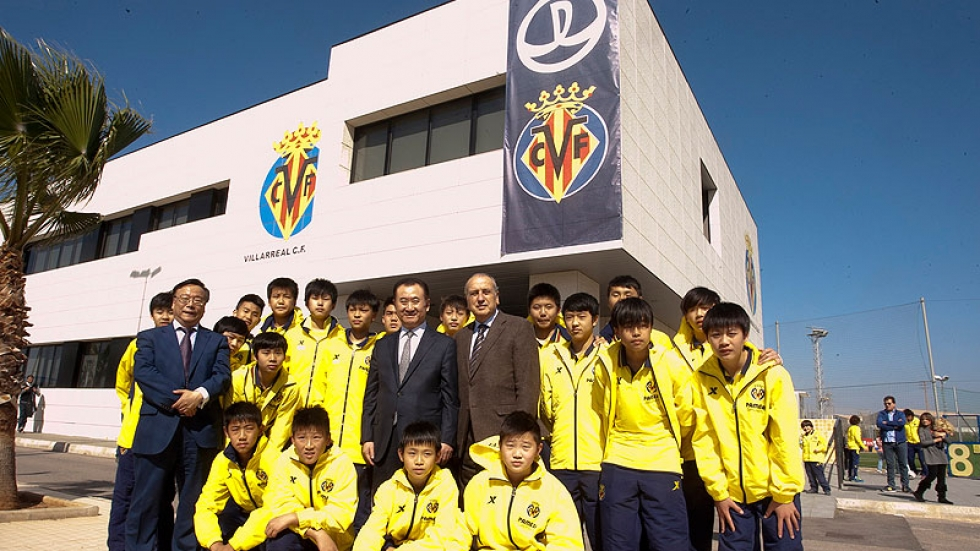 Villarreal's President, Fernando Roig, along with Wang Jianlin and the young Chinese talents